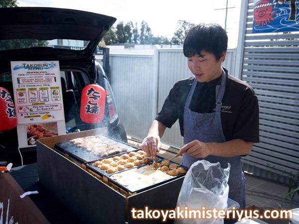 cetakan takoyaki yang digunakan di jepang